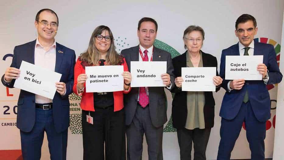Participantes en el coloquio La seguridad vial para un mundo sostenible, impulsado por MAPFRE en el marco de la Cumbre del Clima COP25