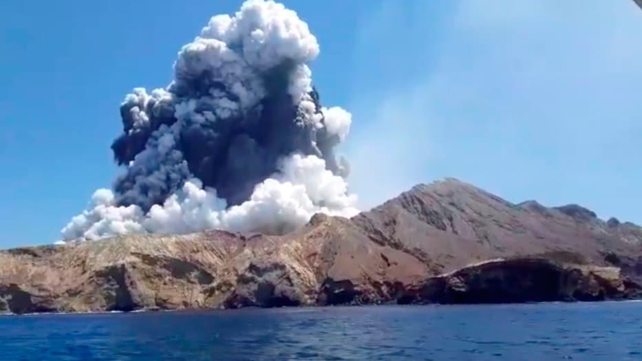 El volcán estalló a primeras horas de la tarde