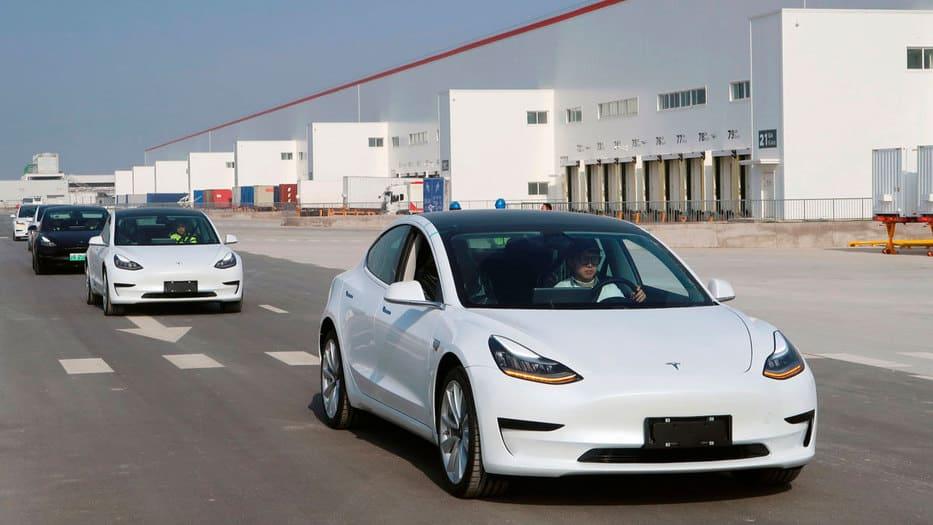 Los 'Model 3' ya salen de la fábrica de Tesla en Shanghái