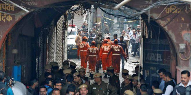 Incendio en fábrica de Nueva Delhi deja 43 muertos y en evidencia la falta de controles