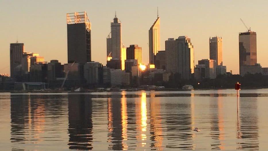 La compañía informó que el contrato de construcción en East Rockingham, a 40 kilómetros al sur de Perth, tiene un valor de 320 millones de euros.