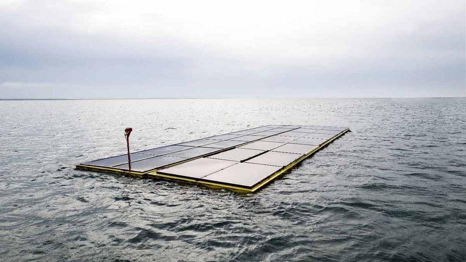"""""""El primer sistema solar para mar abierto en el mundo ahora es un hecho, lo que nos convierte en pioneros en este tipo de generación de energía"""", dijo Allard van Hoeken, fundador y CEO de Oceans of Energy."""