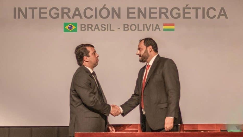 El presidente de YPFB, Herland Soliz, y el Gerente General de Gas y Energía de Petrobras, João Marcello Rangel Barreto, suscribieron el acuerdo de transición
