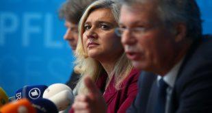 Joerg Saeuberlich, Melanie Huml y Andreas Zapf, autoridades bávaras de Salud confirmaron el primer caso de coronavirus en Munich