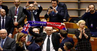 Con el Auld Lang Syne los británicos se despidieron del Europarlamento