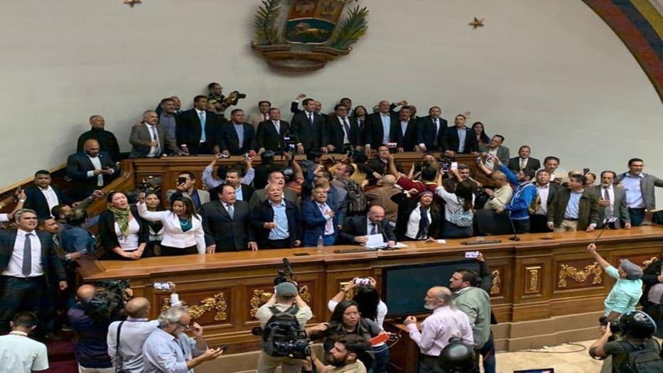 Guaidó se juramentó de nuevo dentro de la sede de la AN