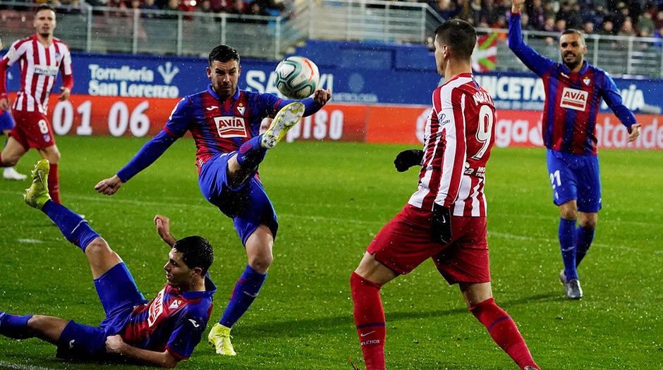 """El Eibar resistió y se impuso ante el Atlético del """"cholo"""" Simeone"""