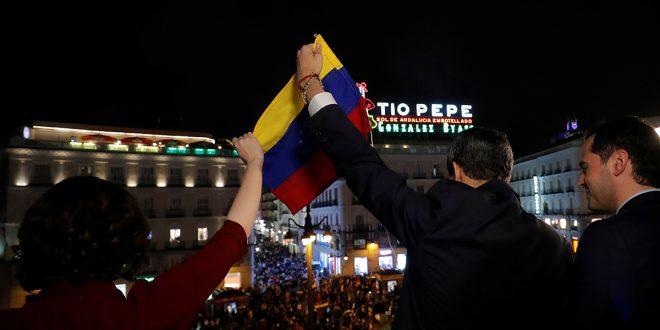 Miles de venezolanos recibieron a Guaidó en la Puerta del Sol