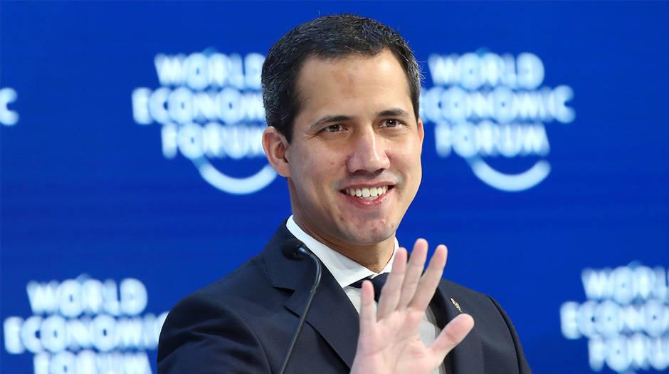Guaidó culminó su agenda en Davos y ahora se dirige a Francia y España