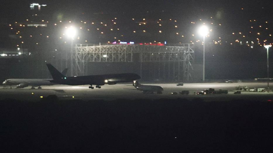 El avión con destino a Toronto pasó largas horas en el aire a la espera de aterrizar