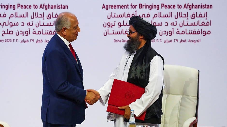 La firma se dio en Catar y estuvo a cargo del representante especial y negociador de los Estados Unidos, Zalmay Jalilzad, y del líder talibán Abdul Ghani Baradar