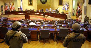 """La irrupción militar en el Parlamento de El Salvador fue calificada como """"golpe"""""""