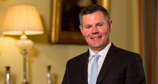 Ministro escocés de Hacienda dimitió por acoso a un menor