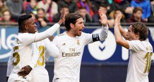 El Real Madrid arrolló al Osasuna. En la imagen, los de Zidane celebran el gol de Sergio Ramos en el estadio El Sadar de Pamplona