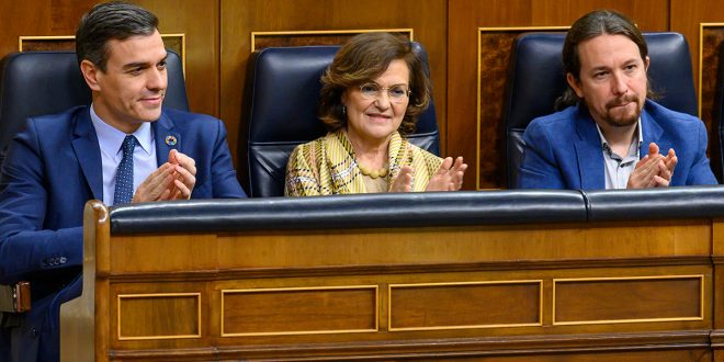 "Carmen Calvo cree ""lógico que Iglesias controle el CNI"""