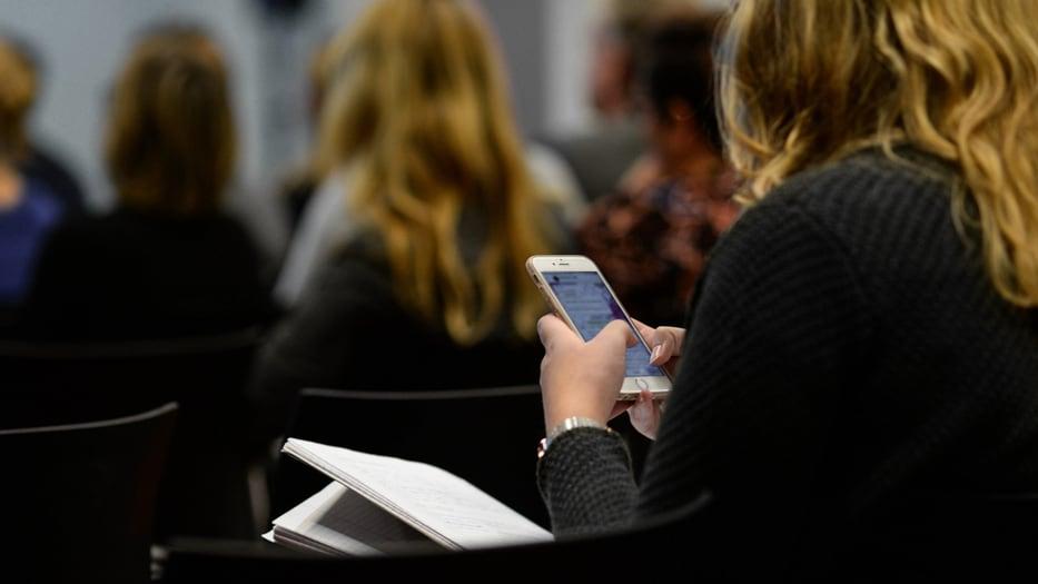 Madrid luchará contra el uso de móviles en las escuelas