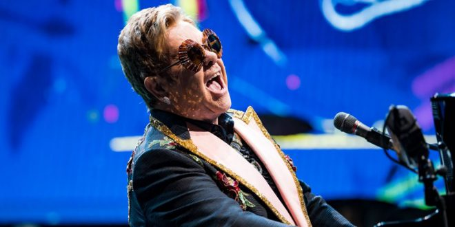 Elton John organizará un concierto benéfico desde su sala