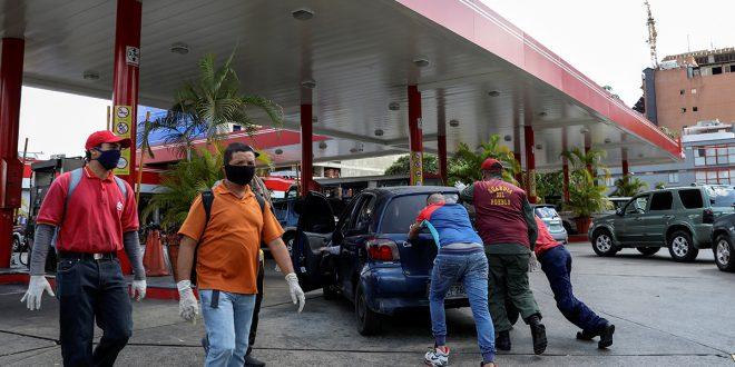 Maduro envía combustible a Cuba desde una Venezuela sin gasolina