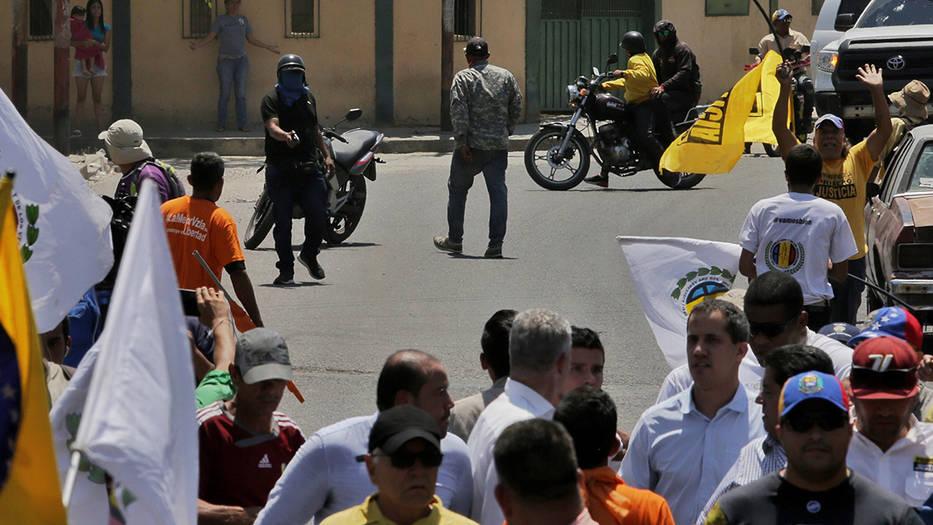 Los llamados colectivos chavistas apuntaron a Guaidó en Barquisimeto