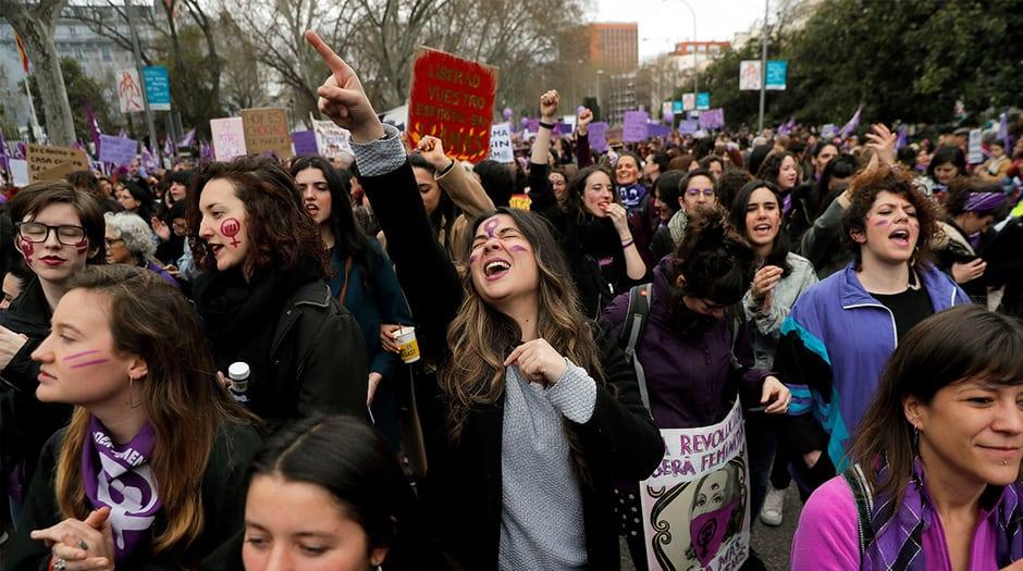 Lo que debió ser el día en que todas las mujeres caminan juntas en una misma dirección no lo fue tanto. Las diferencias se hacían más evidentes en temas como el debate sobre la abolición o no de la prostitución
