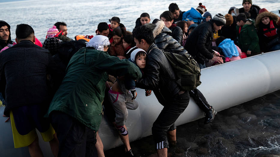 Miles de refugiados sirios insisten en llegar a Grecia
