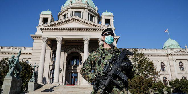 Los gobiernos poco democráticos se valen de la pandemia para restringir los derechos
