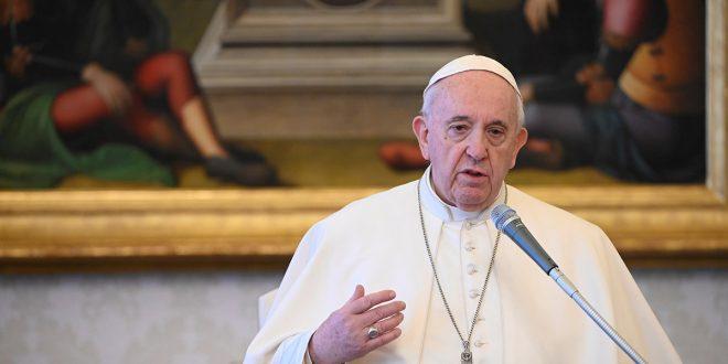 Francisco rezó por quienes comercian con necesitados de la pandemia
