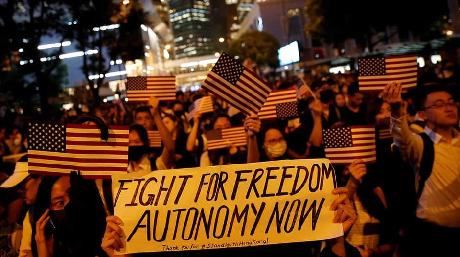 Ciudadanos protestan el 14 de octubre de 2019 contra el gobierno de Carrie Lam y exigían mayores libertades democráticas