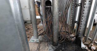 Una de las torres de tecnología 5G quemadas en el Reino Unido