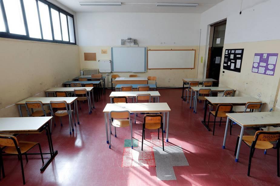 España se debate entre el aprobado general o el reintegro a clases en junio / Foto Reuters / REMO CASILLI/