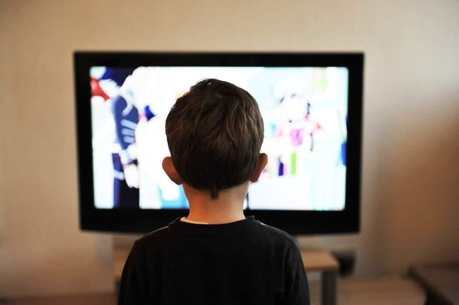 Los adultos y niños españoles miran por más tiempo la televisión durante el confinamiento por coronavirus