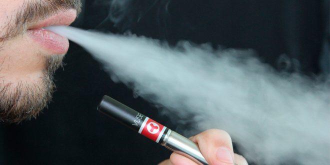 OMS: Aumenta el consumo de cigarrillos electrónicos entre adolescentes