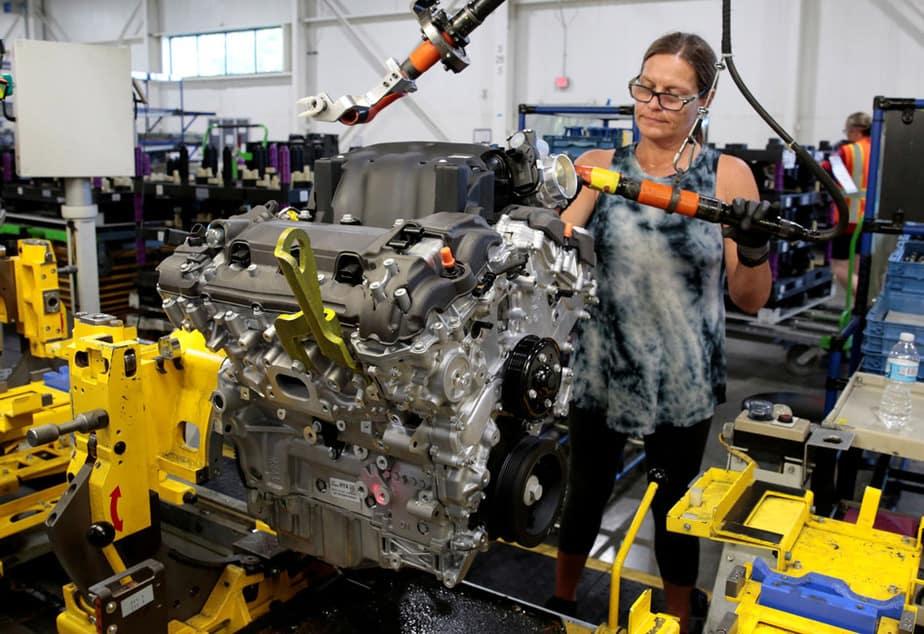 Gobierno no prohibirá venta de coches de combustión