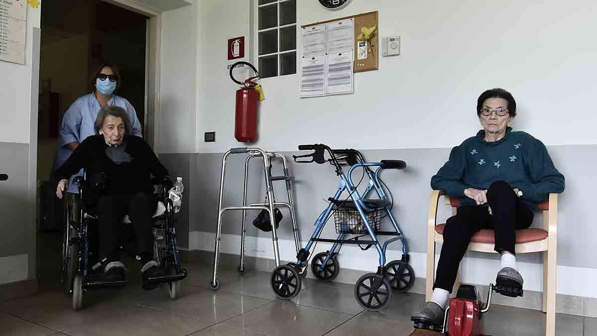 Los hallazgos del estudio abren las vías para entender por qué algunos llegan a los 100 años fuertes y otros a los 60 años sufren discapacidad o mueren. Imagen: REUTERS