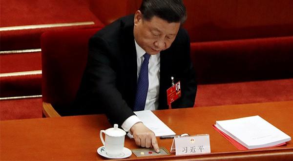 El presidente de China, Xi Jiping, al momento de votar la ley de Seguridad Nacional de Hong  Kong, en la clausura del Congreso Nacional de los Pueblos/Reuters