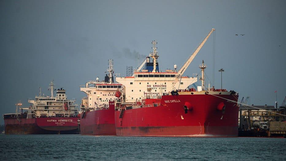 El mundo se llena de tanqueros cargados de crudo por menor demanda