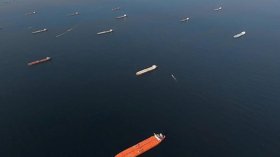 Caída de la demanda convierte los tanqueros depósitos flotantes de crudo