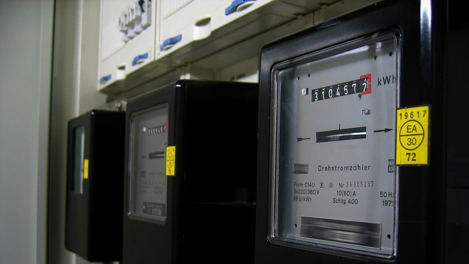 Eléctricas se enfrentan a lluvia de aplazamientos de pagos