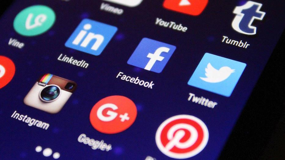 Medios australianos cobrarán contenido informativo a Google y Facebook