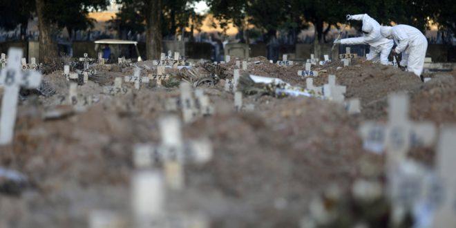 Negacionistas de la COVID-19 siguen burlándose de la gravedad de la pandemia