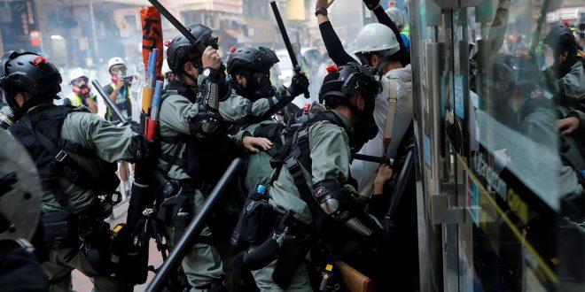 Técnicas de estrangulamiento policial debaten la atención mundial por sus peligros