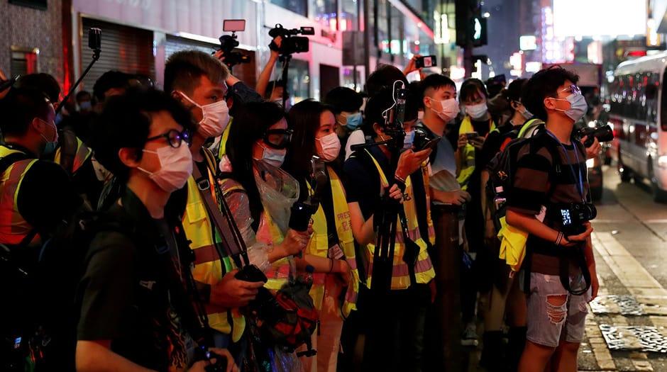 La libertad de prensa y los reporteros de los medios de comunicación suman cada día mayores dificultades en algunos países para ejercer su profesión