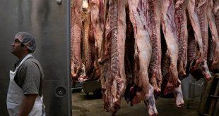 Galen Newswanger camina por el casillero de carne en Newswanger Meats en Shiloh, Ohio, EE. UU., 13 de mayo de 2020 mientras continúa el brote de la enfermedad por coronavirus (COVID-19). Fotografía tomada el 13 de mayo de 2020. REUTERS / Dane Rhys