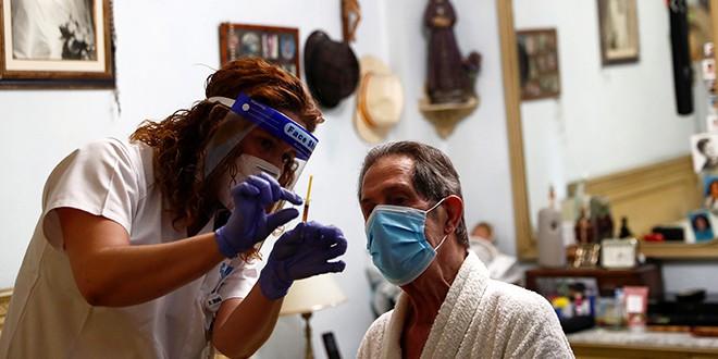 Resfriados que fueron causados por otros virus protegen del SARS-CoV-2