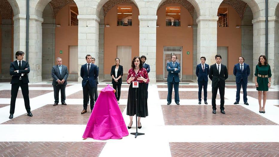 Díaz Ayuso anuncia apoyo al sector taurino y corrida en homenaje a los sanitarios
