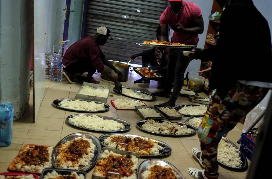 Más de 12.000 personas por día podrían morir de hambre en el mundo / Foto REUTERS / Nacho Doce