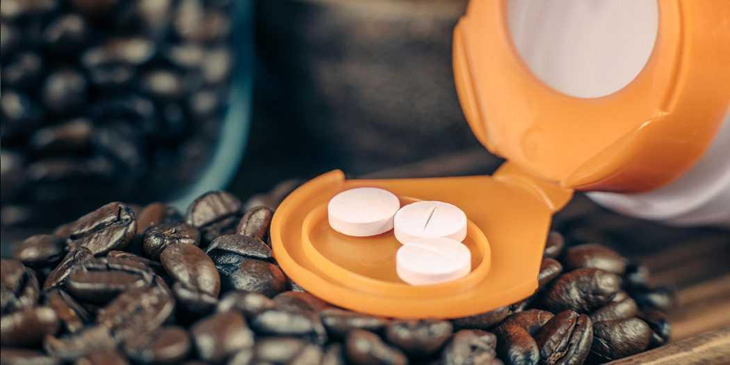 La Administración de Alimentos y Medicamentos de Estados Unidos señala que las personas sanas pueden tomar de 4 a 5 tazas de café al día. Sin embargo, las cifras cambian según cada organismo. La Federación Española del Corazón habla de hasta 2 tazas. Imagen: Envato