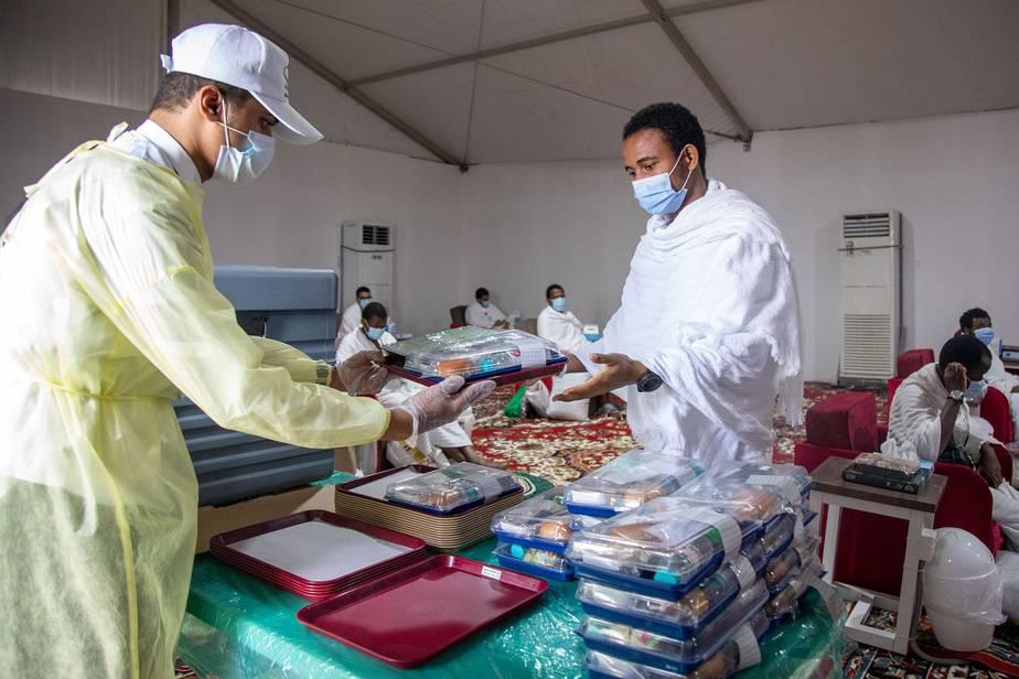 Otro récord del coronavirus, más de 289.000 contagios diarios / Saudi Ministry of Media / Handout via REUTERS