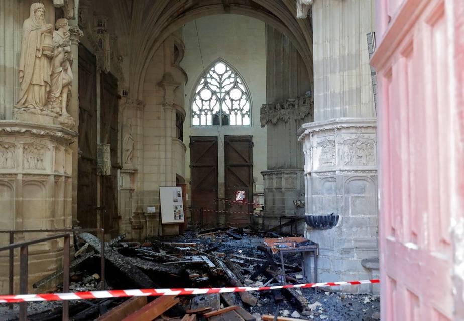 Francia investiga fuerte incendio en la catedral de Nantes / Foto REUTERS / Stephane Mahe