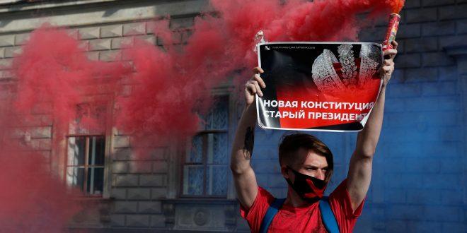 Putin se asegura un mandato más largo que Stalin y prohíbe el matrimonio gay